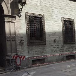 Intonaci e camini da rifare, cantiere a Palazzo Pretorio