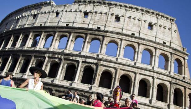 Roma Pride, l' 11 parata in centro Roma