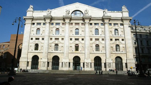 Borsa: Milano chiude in perdita del 3,6%
