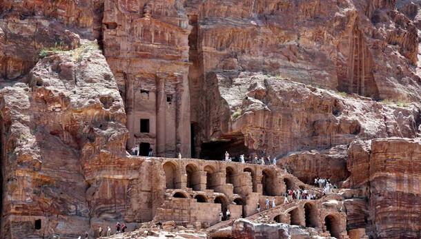 Petra, scoperto enorme monumento sepolto