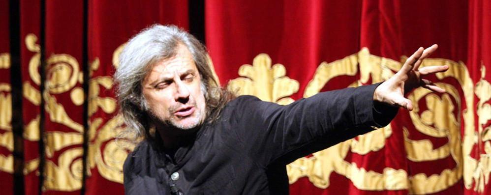 Dalle 21 l'incontro con lo scrittore  e regista Alessandro Bergonzoni