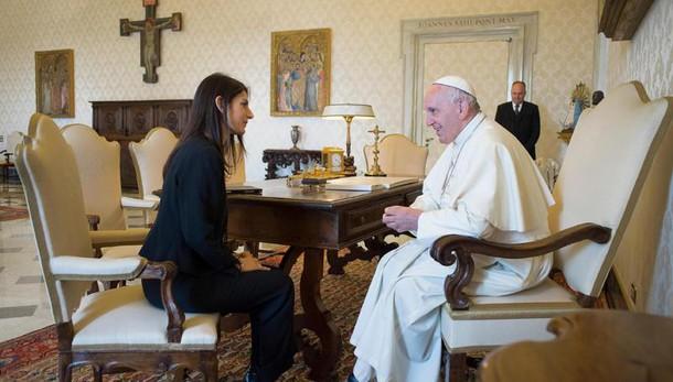 Papa riceve Raggi, video da periferia