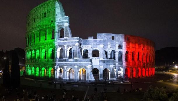 Renzi, restauro Colosseo segnale a mondo