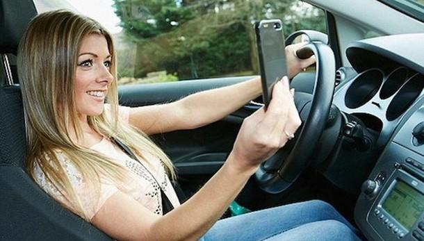 Giovani al volante, più rischi d'estate