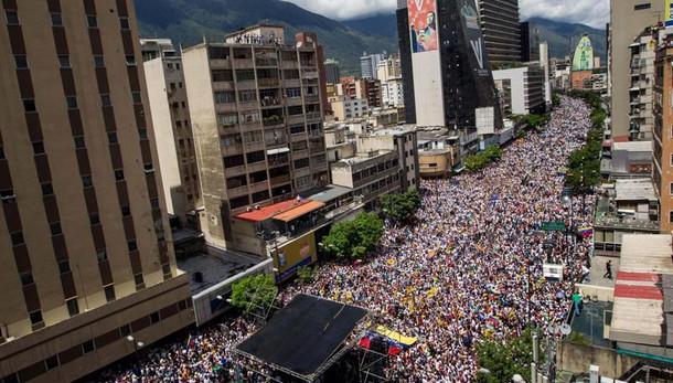 Venezuela, marea in piazza contro Maduro