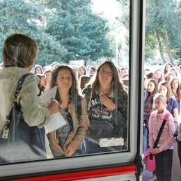 In ritardo a scuola per l'orario di Trenord : il liceo cambia i tempi