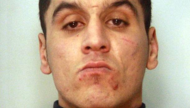 Tenta violenza a turista, arrestato
