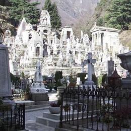 La cremazione per metà dei funerali  «Serve un nuovo blocco per le urne»