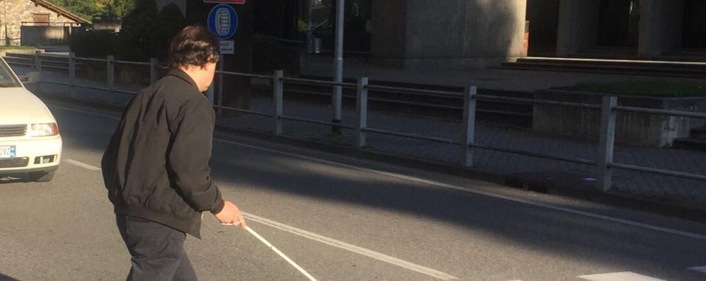 Viale Maloggia troppo pericoloso  «Solo un semaforo ci può aiutare»