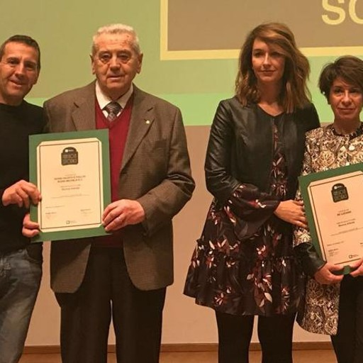 Negozi storici cerimonia a milano tre riconoscimenti alla for Negozi arredamento milano e provincia