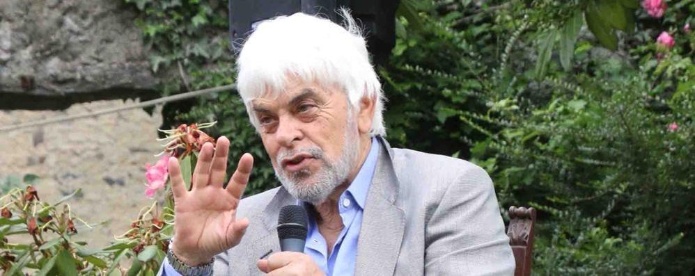 Premio alla carriera  Il Manzoni festeggia  lo scrittore Manfredi