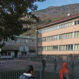 Scuola di via Bosatta, via il tetto in eternit