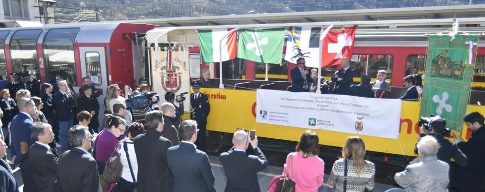 Trasporti: Maroni firma a Tirano accordo per collegamenti con la Svizzera