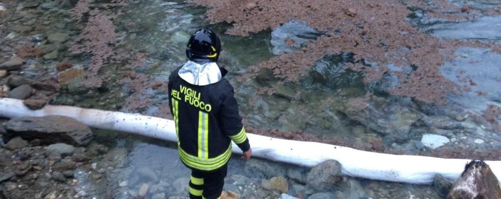 Scorre gasolio nel torrente di Madesimo   Mistero sulle cause dell'inquinamento