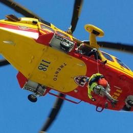 Cade elicottero in Trentino, due feriti