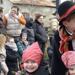 Fede e tradizione, sfilano i Pasquali  nelle vie del centro