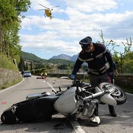 Scontro fra due moto a Varenna  Muore quarantenne di Inverigo