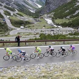 Giro d'Italia, Vincenzo Nibali vince il tappone di Stelvio e Mortirolo