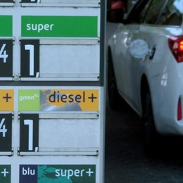 Lo sconto benzina ormai azzerato  «Serve un incontro con la Regione»