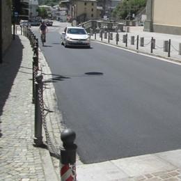 Prima le strisce dopo l'asfaltatura  «Una vera follia»