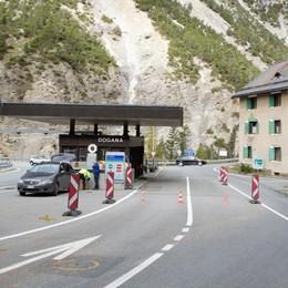 Frane nella zona del passo del Gallo, messi in salvo automobilisti bloccati