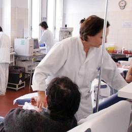 Donazioni di sangue, appello della Regione. Ma manca il personale