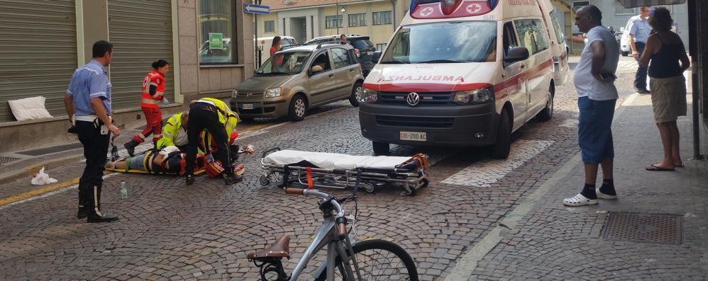 Scontro auto-moto a Sondrio, paura all'incrocio