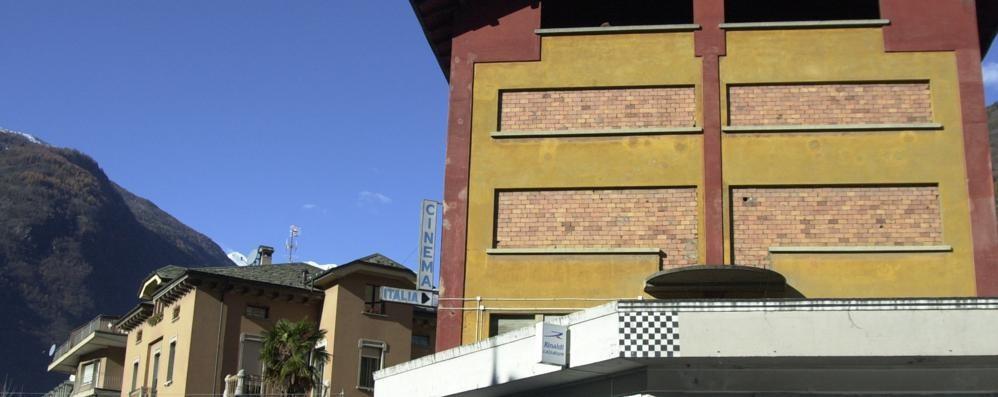 Tirano, ex cinema invenduto e titoli di coda per la fondazione