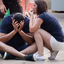 Barcellona, due le vittime italiane  Il sacrificio dell'uomo di Legnano:   «Travolto per salvare i due figli»  Di Bassano il secondo morto   Video