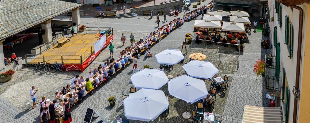 Una tavolata lunga quasi un chilometro  Pizzoccheri da Guinness a Bormio