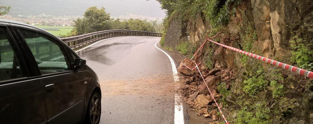La pioggia battente fa danni  Ieri due interventi dei vigili