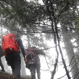 Trovato senza vita l'anziano disperso nei boschi