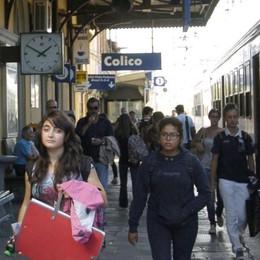Ci risiamo: treno in ritardo a Colico  «I nostri figli arrivano a casa alle 16»