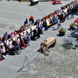 Novecento metri di tavolata in centro  Pizzoccheri per tutti