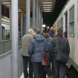 Auto contro una sbarra, treni fermi e altra serata da incubo per i viaggiatori