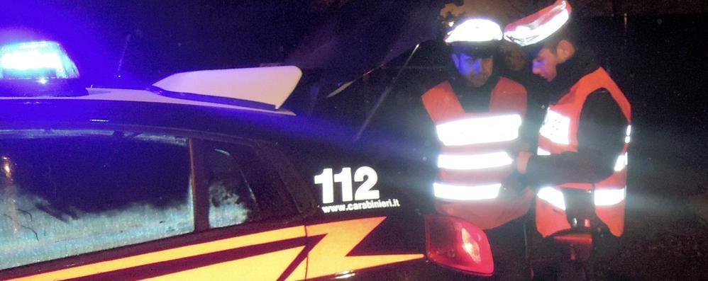 Non ha mai avuto la patente, quella che mostra ai carabinieri è falsa: denunciato