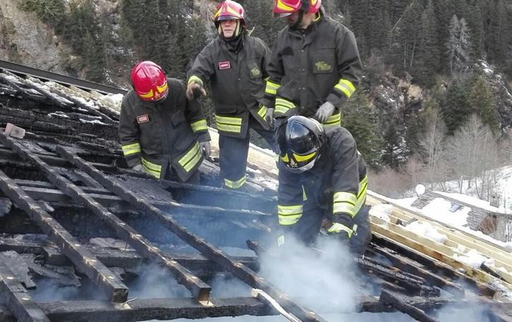 Tartano, bonifica terminata al tetto bruciato: i tempi sono lunghi