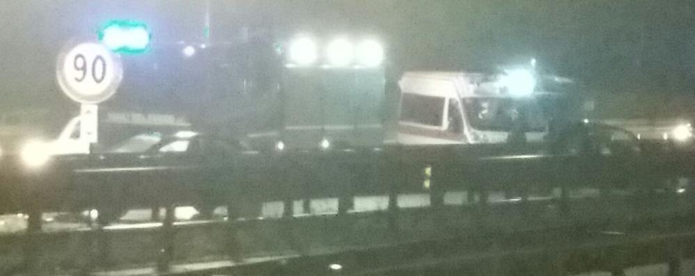Maxi tamponamento in Super   per il gasolio perso da un camion