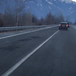 Sulla statale 38 buche e avvallamenti  E il gelo non aiuta