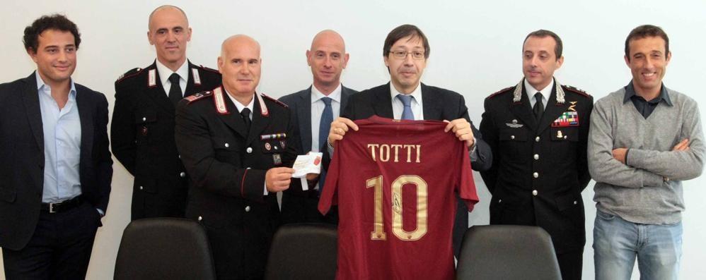 """Sondrio, maglia di Totti """"all'asta"""" al triangolare di beneficenza"""