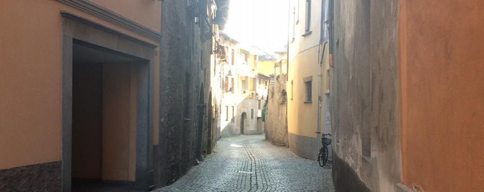 «Auto troppo veloci» In via Porta Milanese arriva un nuovo dosso