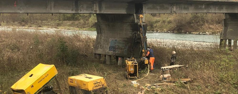 Indagini sui pilastri, giornata di disagi  sul ponte sull'Adda