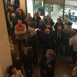 Protesta a Campione  Occupato il municipio