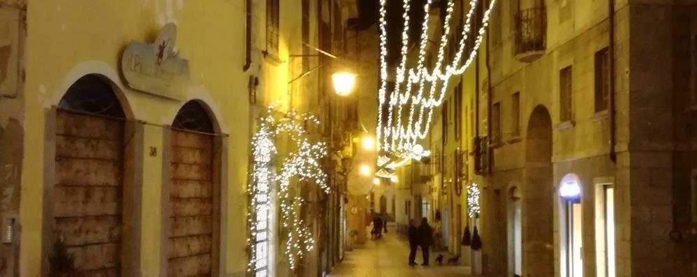 Natale acceso a Chiavenna, luci su crotti e ponti: «Iniziative suggestive»