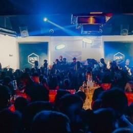 La tragedia non ha insegnato nulla  Spruzza spray in discoteca a Cantù