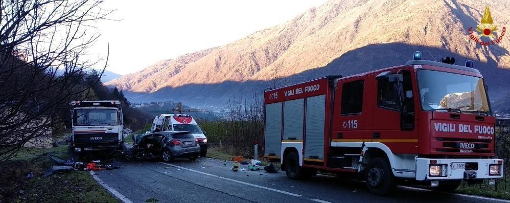 Auto contro camion, giovane grave a Tirano