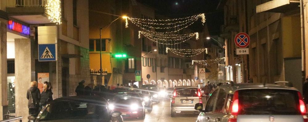 Shopping natalizio a Morbegno  Domenica pomeriggio senz'auto