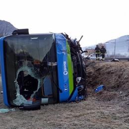 SCONTRO BUS-AUTO SULLA 38  A CASTIONE: UN MORTO
