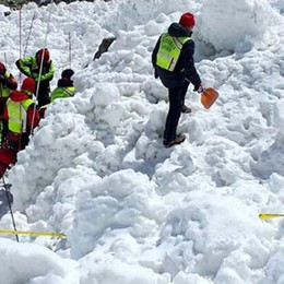 Teglio, valanga travolge scialpinista: rischia la vita