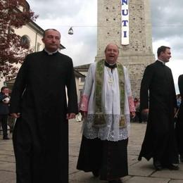 Tanti fedeli in chiesa «Ma spesso lasciano  a casa il portafoglio»